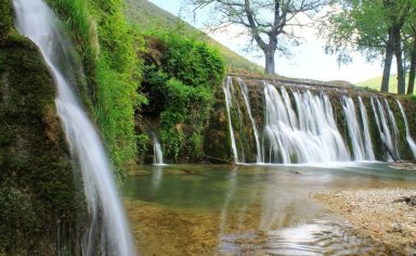 UMBRIA - TREKKING SPRING, CAVES AND WATERFALLS