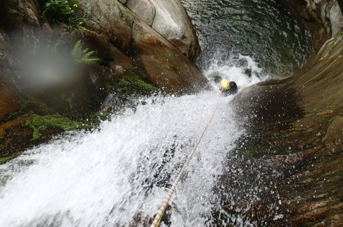 Canyoning in Valsesia lungo il torrente Rio Laghetto