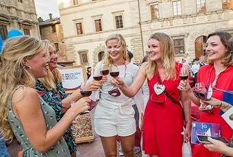 Wine lovers experience in Montepulciano