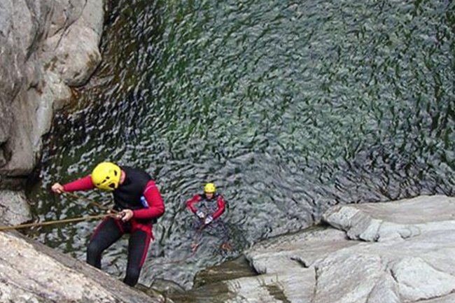Canyoning in Valsesia lungo il torrente Artogna- livello expert